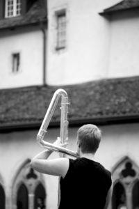 Barbara Minder à la flûte contrebasse - Cloître de St-Ursanne. Photo: Nicolas Meyer